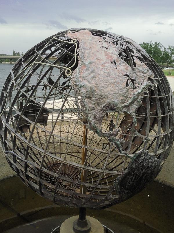 Cook´s Globe in Canberra, Australia
