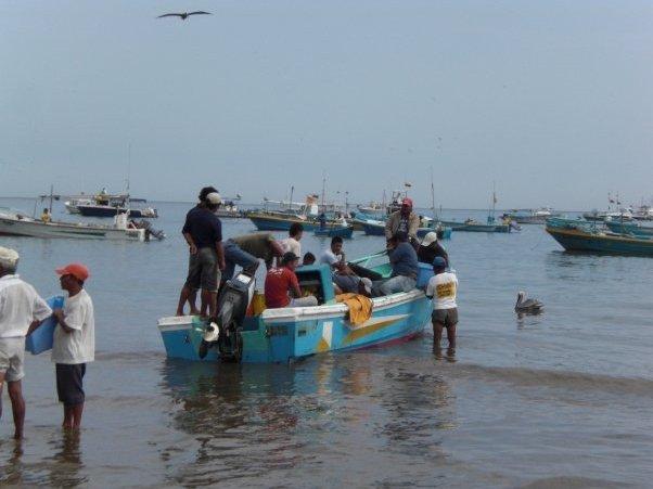 Pictures Fishermen in Puerto Lopez, Ecuador