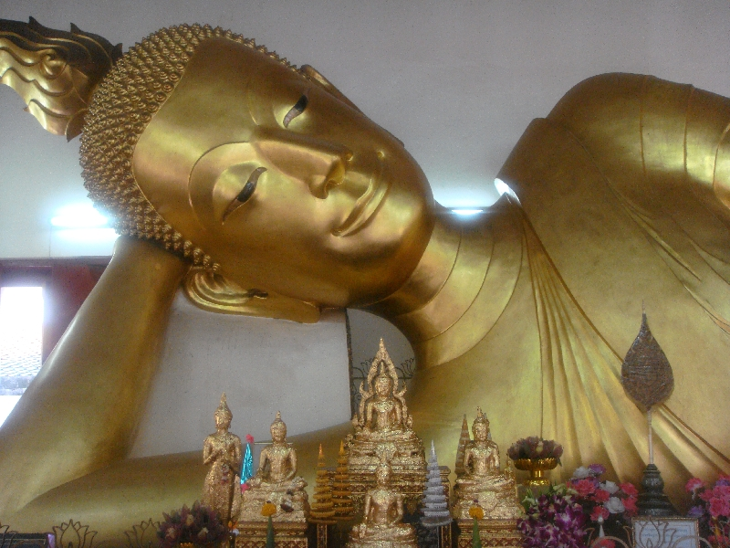 Pictures of the reclining Buddha, Nakhon Pathom Thailand