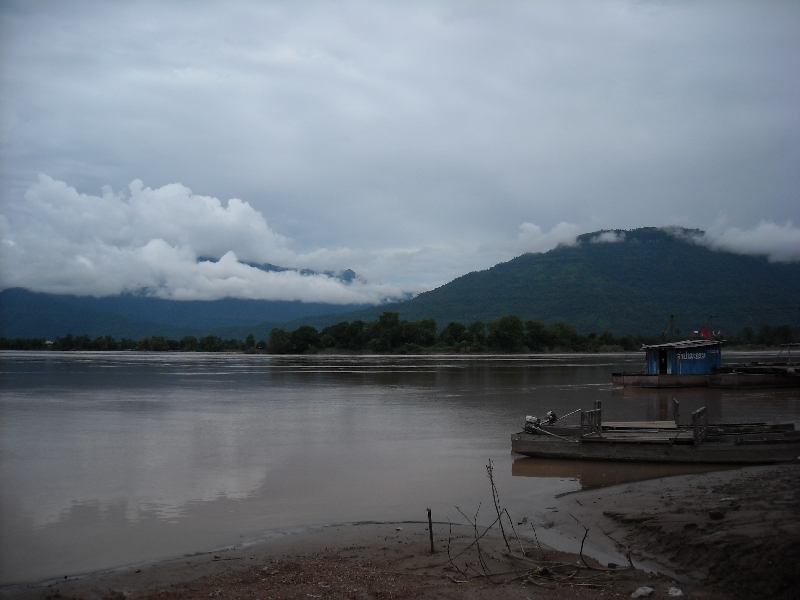 Amazing pictures over the river Preah Vihear