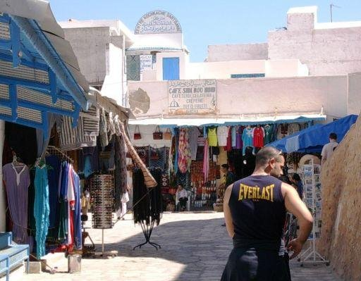 Cheap souvenirs and great weather in Tunis Tunisia Blog Adventure