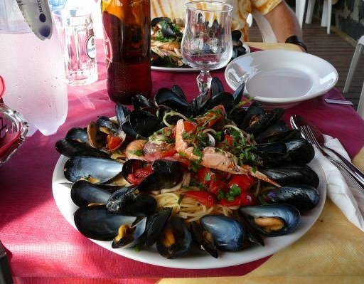 A great plate with spaghetti con cozze., Italy
