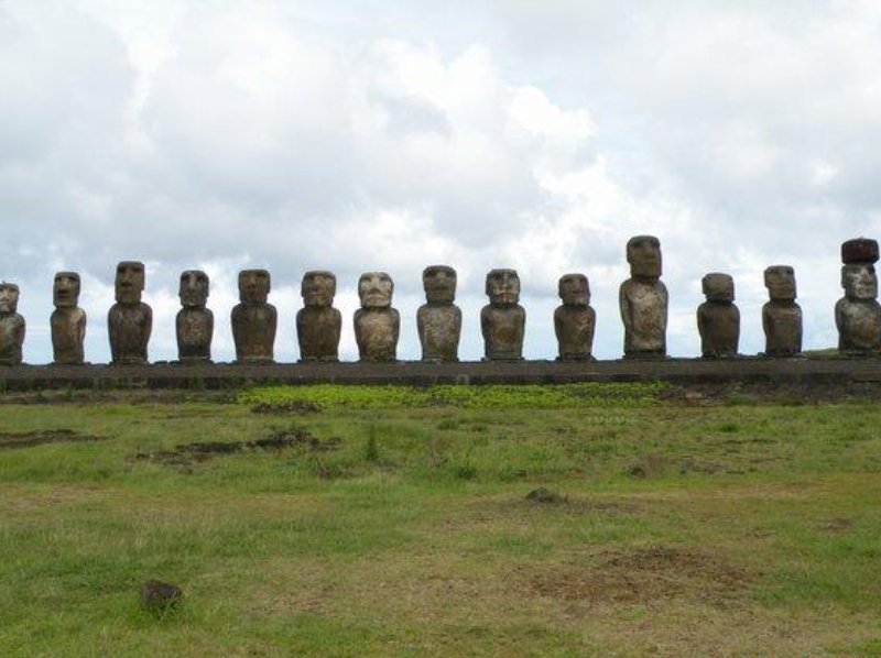 Pictures of Rapa Nui Moai sculptures, Chile
