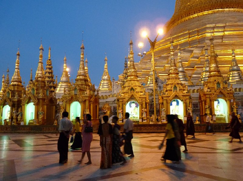 Photos of the Shwedagon pagoda in Yangon by night, Myanmar