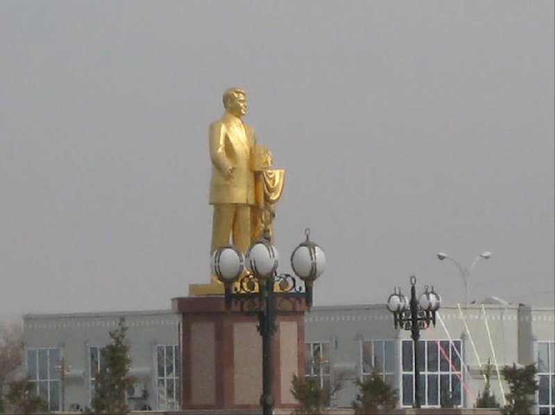 Golden statue of Turkmen president Sapamurat Niyazov in Mary Mary