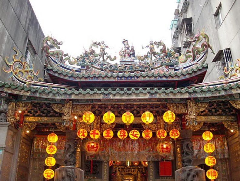 Beautiful entrance of the Qingshui Temple in Taipei, Taiwan