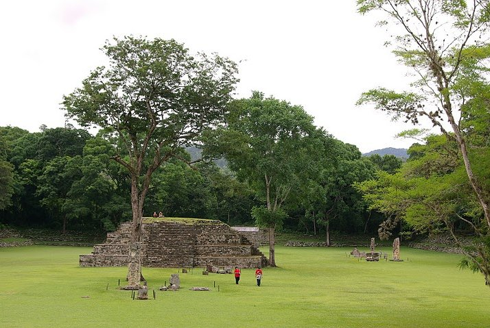 Photo Mayan ruins in Honduras spaces