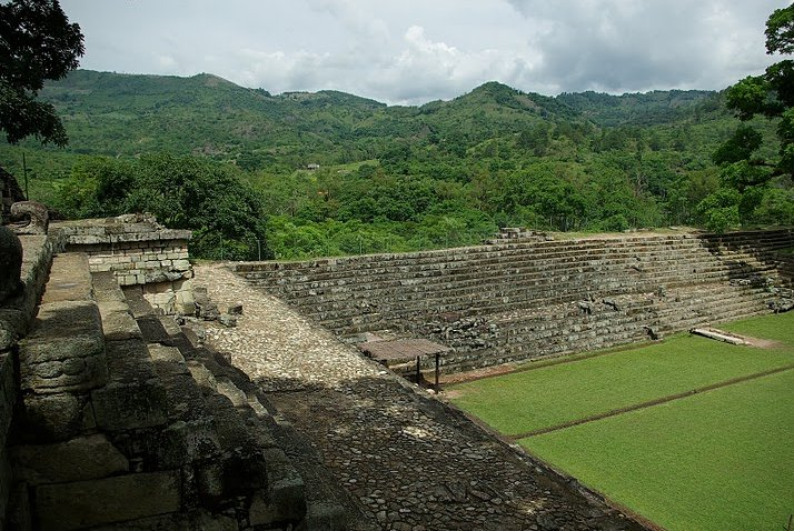 Photo Mayan ruins in Honduras history