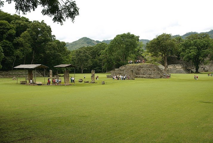 Photo Mayan ruins in Honduras around