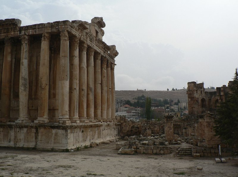 Photo The Roman temple ruins of Baalbek crucial