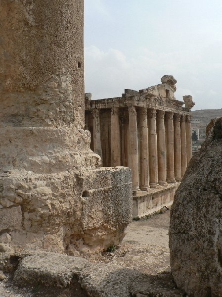 Photo The Roman temple ruins of Baalbek Valley