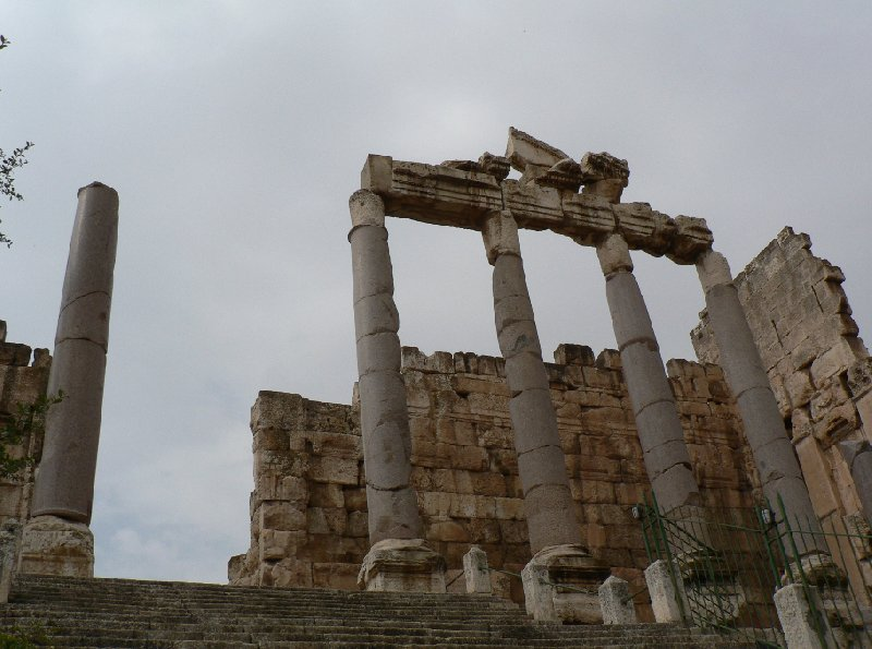 Photo The Roman temple ruins of Baalbek covering