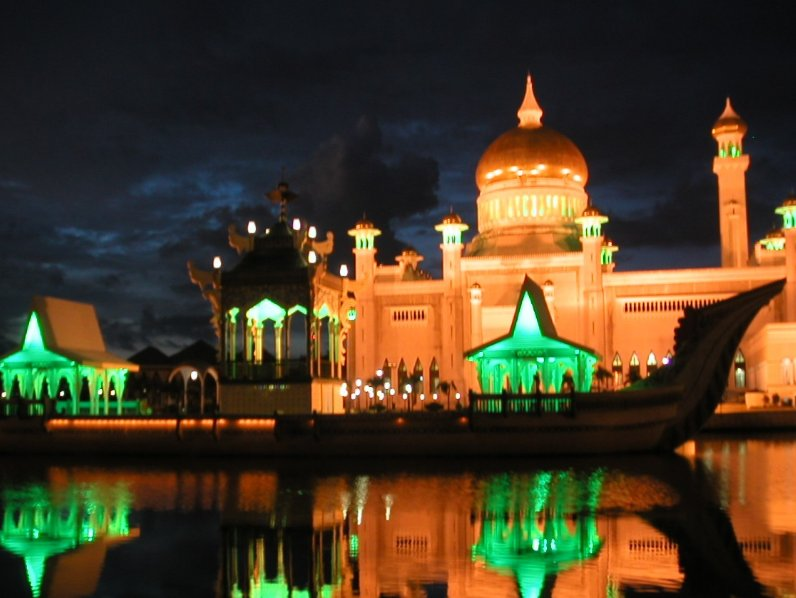 The Sultan Omar Ali Saifuddin Mosque Bandar Seri Begawan Brunei Travel Information