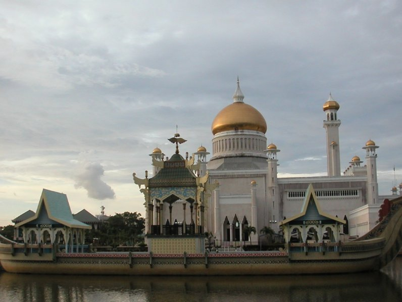 The Sultan Omar Ali Saifuddin Mosque Bandar Seri Begawan Brunei Adventure