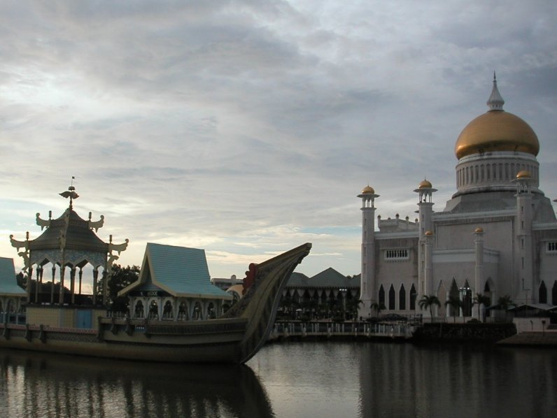 The Sultan Omar Ali Saifuddin Mosque Bandar Seri Begawan Brunei Diary Adventure