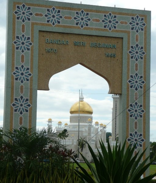 The Sultan Omar Ali Saifuddin Mosque Bandar Seri Begawan Brunei Vacation Tips