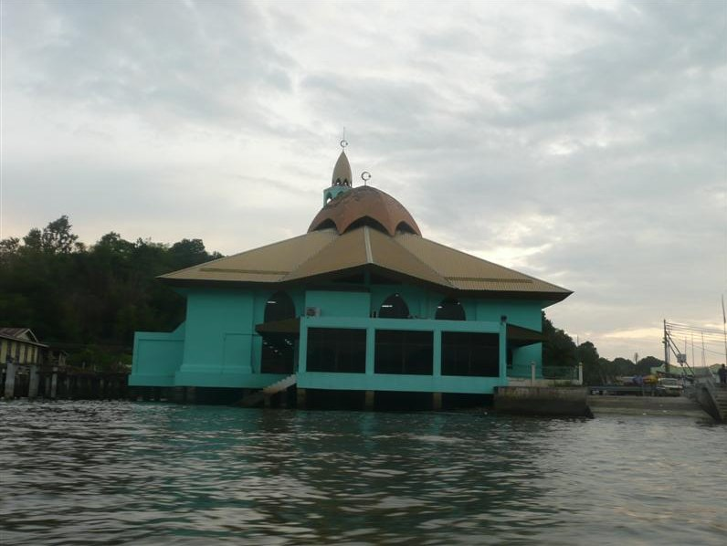 The Sultan Omar Ali Saifuddin Mosque Bandar Seri Begawan Brunei Travel Blog
