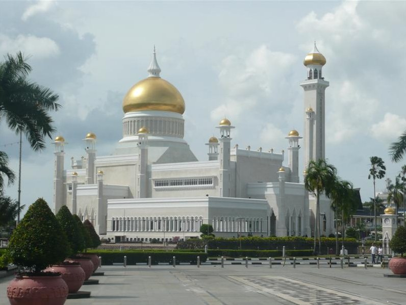 The Sultan Omar Ali Saifuddin Mosque Bandar Seri Begawan Brunei Album Photos
