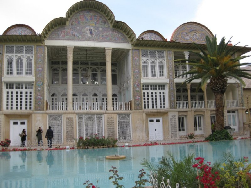 Photo Things to do in Shiraz Iran admire