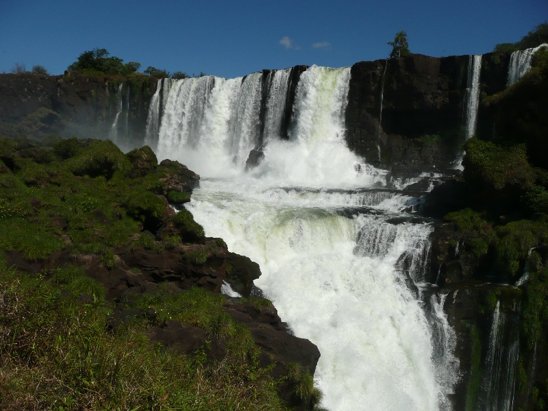Photo The Waterfalls at Puerto Iguazu waterfalls