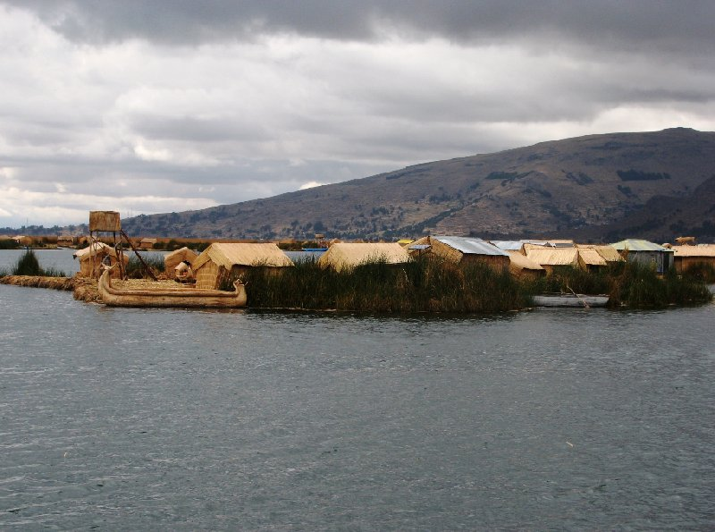 Photo Puno floating islands continue