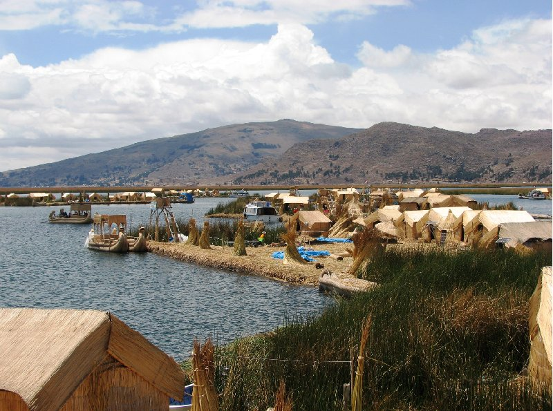 Photo Puno floating islands habitants
