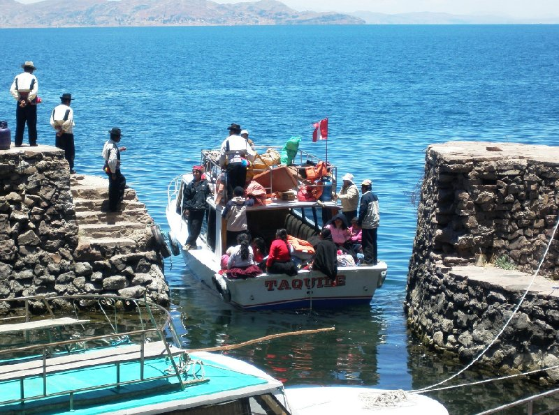 Photo Taquile Island Lake Titicaca inhabitants