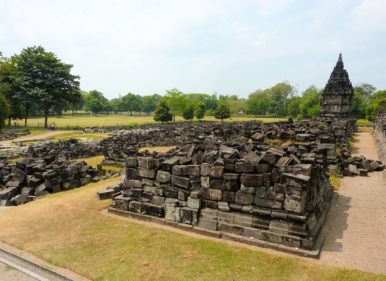 Photo The Prambanan temple complex visited
