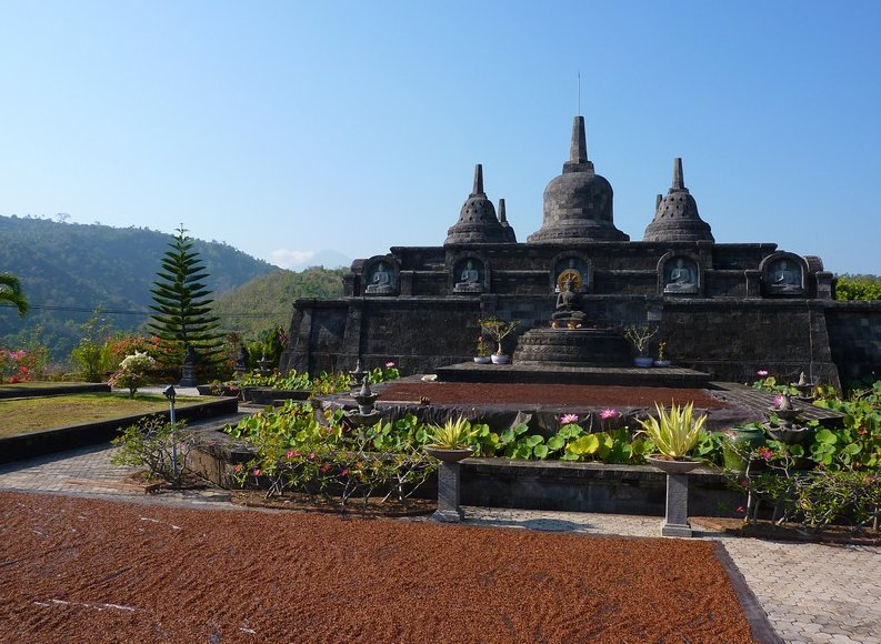 Photo Banjar Buddhist monastery Banjar