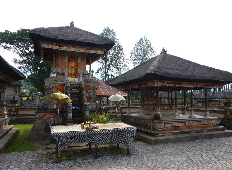 Photo Bedugul Lake Bratan Temple monastery