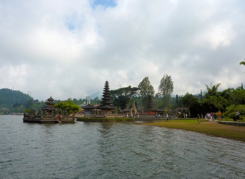 Photo Bedugul Lake Bratan Temple Banjar