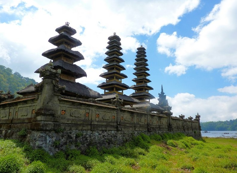 Bedugul Lake Bratan Temple Indonesia Diary Adventure