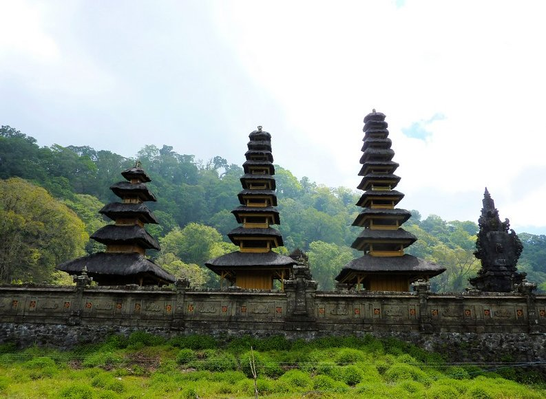 Bedugul Lake Bratan Temple Indonesia Vacation