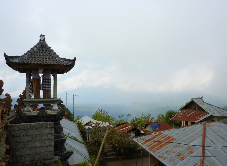 Photo Mount Batur Bali towers