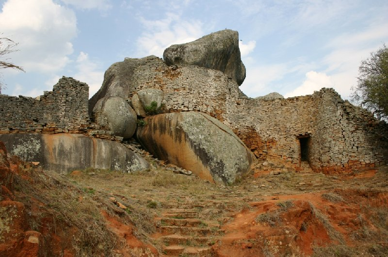 Photo Great Zimbabwe ruins headed