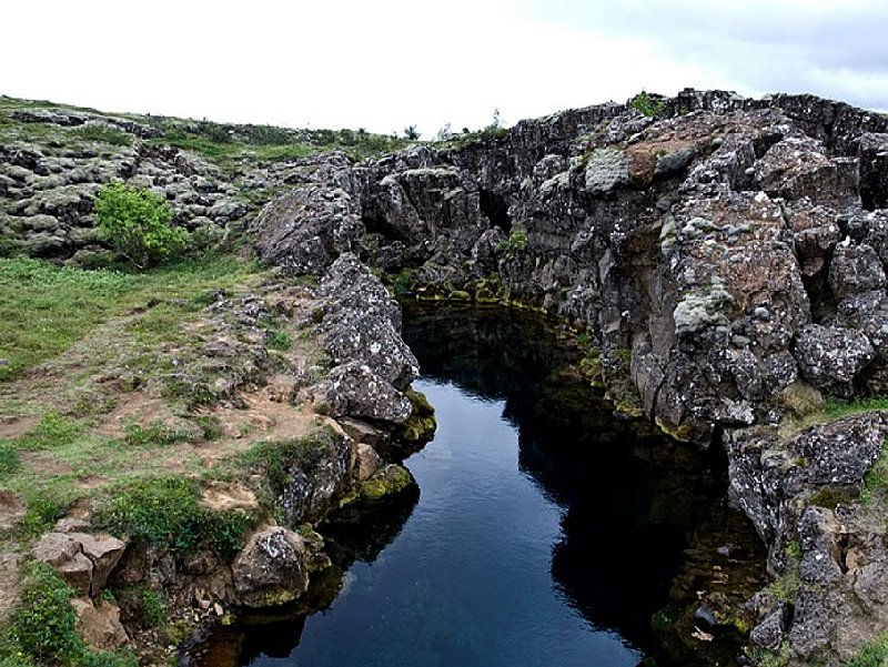 Photo Iceland adventure travel in Thingvellir adventure