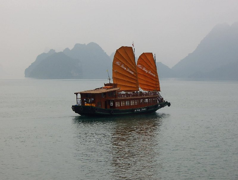 Photo Emeraude Cruise Halong Bay greenish