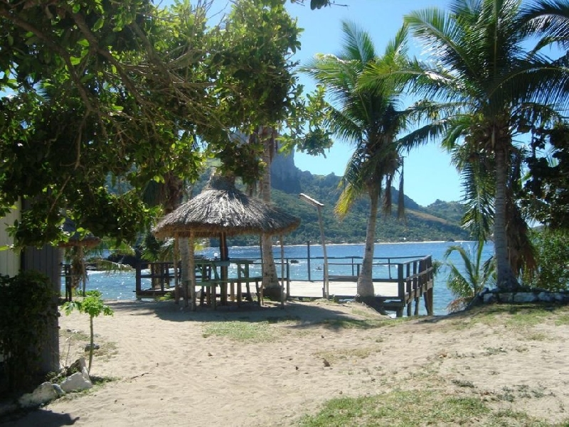 Fiji backpacker island hopping Mana Island Diary Information
