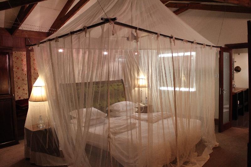 Honeymoon Bed, Arusha Tanzania