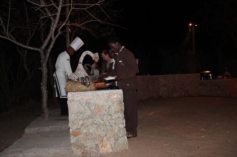 Buffet dinner Treetops Tarangire NP, Tanzania