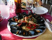 A great plate with spaghetti con cozze.