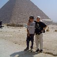 Photo Posing in front of the piramids. Cairo Egypt